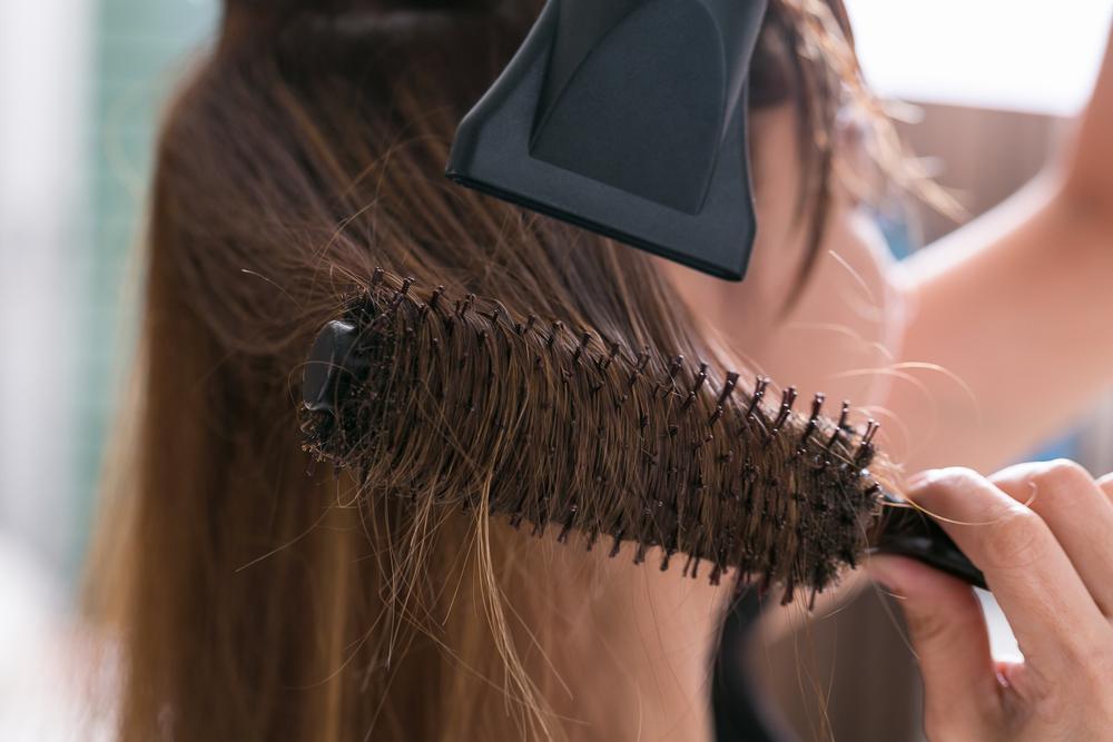 6 Langkah Mudah Merawat Rambut Kering Tanpa Harus ke Salon 94d23dcf11